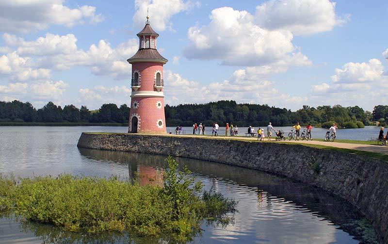leuchtturm-am-fasanenschloesschen-im-moritzburger-park