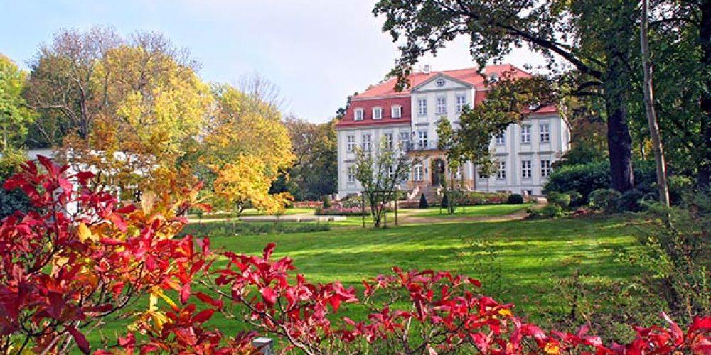 Schloss Güldengossa in Herbstfarben